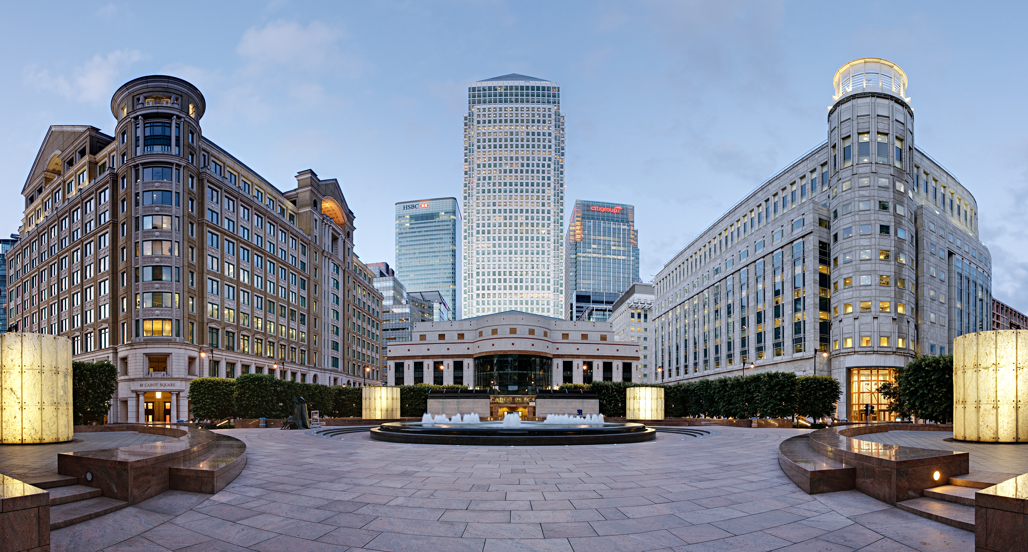 cabot_square_canary_wharf_-_june_2008